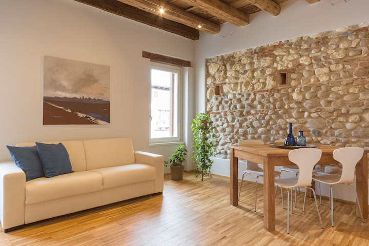Wood&Rocks - Contemporary ancient flat
