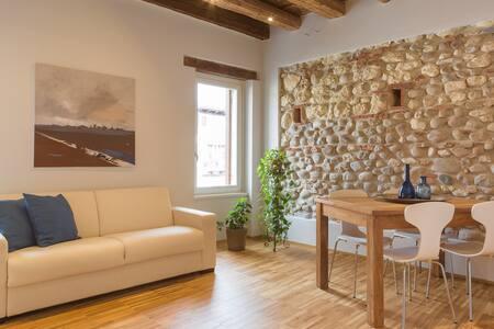 Wood&Rocks - Contemporary ancient flat