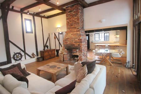Barn conversion on the River Hamble - Swanwick - Casa
