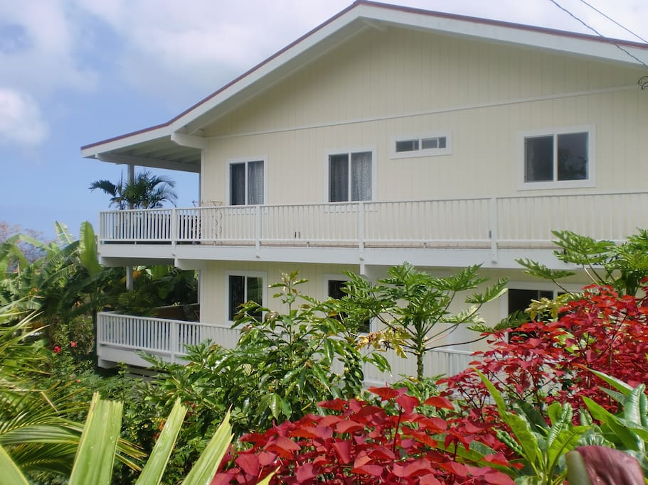 Beautiful home surrounded by tropical garden in small neighborhood overlooking the Kona Coastline