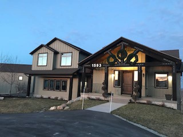 NEW! Large 5 Bedroom Private Home In Park City