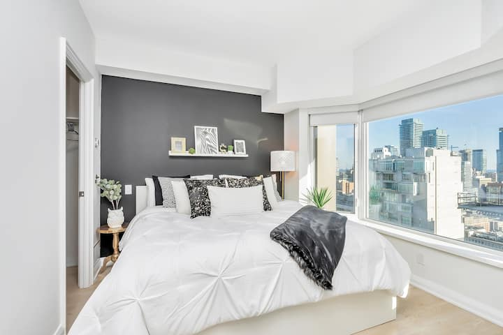 Clean and Pristine  - Classic & Trendy Yorkville Condo (Yonge & Bloor)