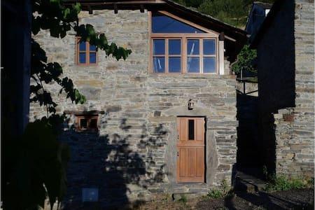 La Casa de Cela - Cela - บ้าน