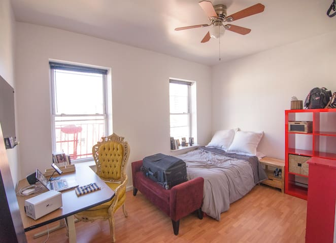 Private room apt, minutes away from Time Square.