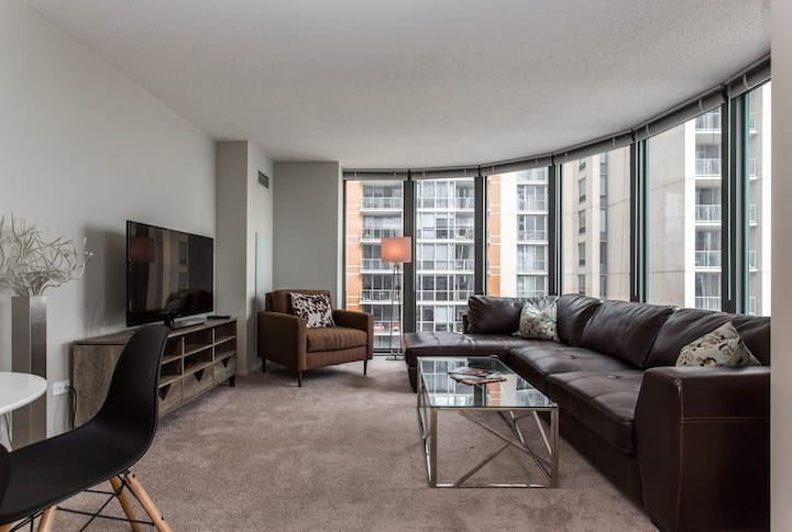 Downtown Two Bedroom Lake View KING SIZE BED +POOL