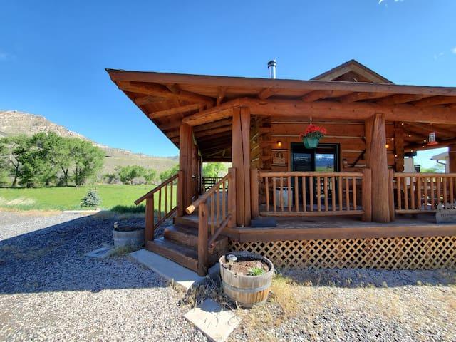 Cowboy's Getaway - Log Cabin- Cody