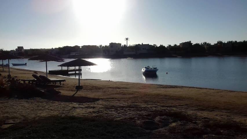 4BR Villa with Terrace & Garden on Beach Lagoon