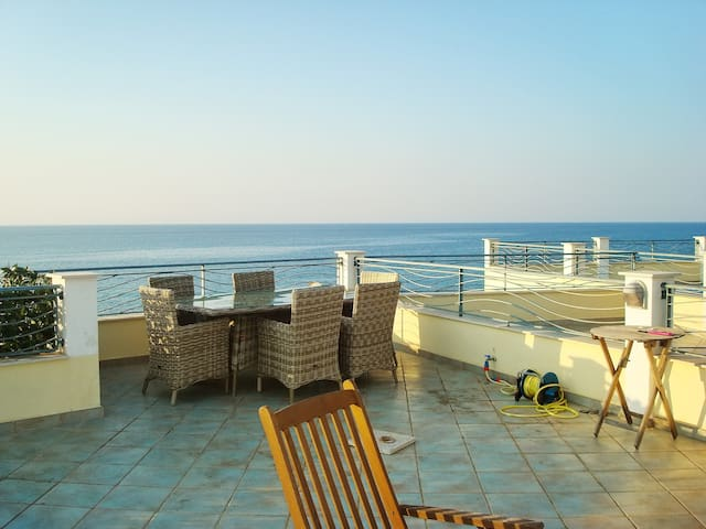 Beachside house with 3 bedrooms - Brancaleone - Huis