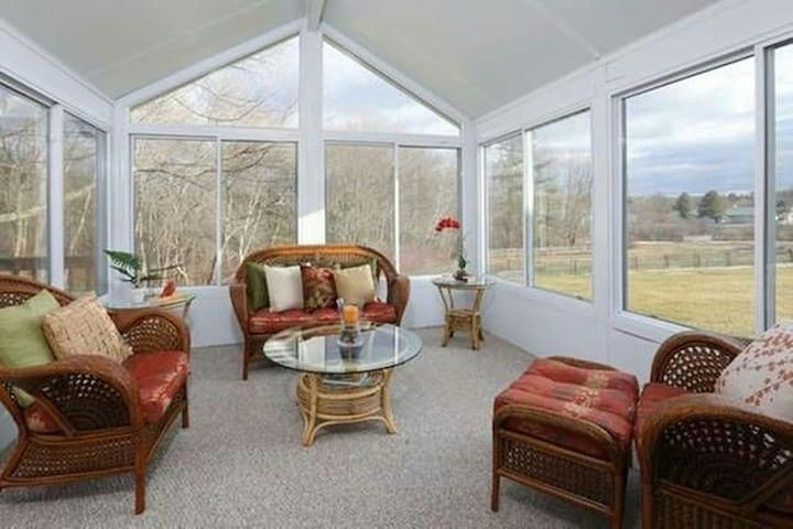 BR with private Bathroom next to Nashoba Valley - Westford - House