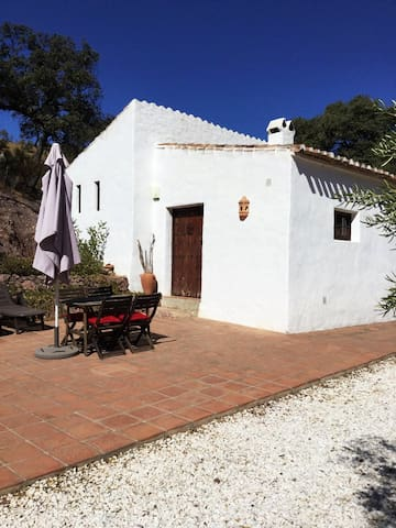 Traditional Shepherd's Cottage with private pool