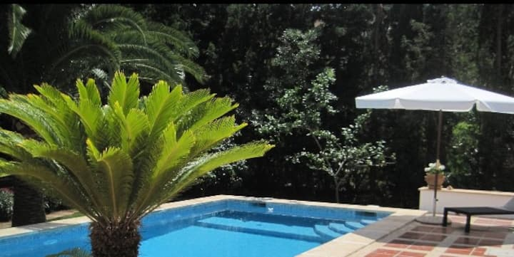 Charming Villa with Pool,  2 min Walk to the Sea
