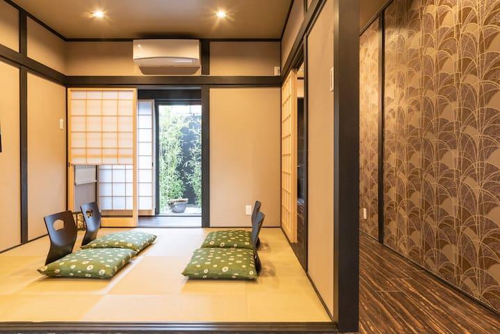Machiya! Peace & Love!  Only 3min Nijo Castle!