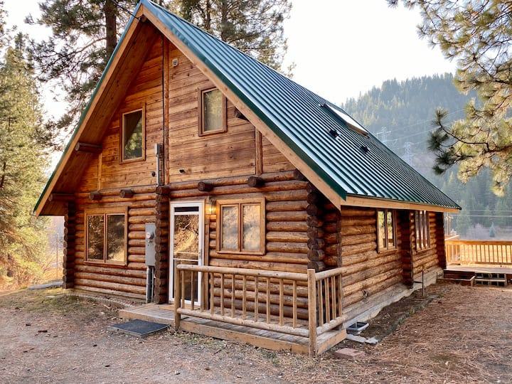 Secluded Log Cabin With Mountain and Ranch Views