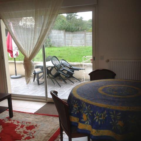 Joli appartement avec terrasse et jardin - Gif-sur-Yvette - Apartment