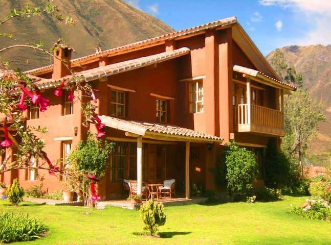 Tikaywasi. Hermosa Villa con encanto - Urubamba - Huis