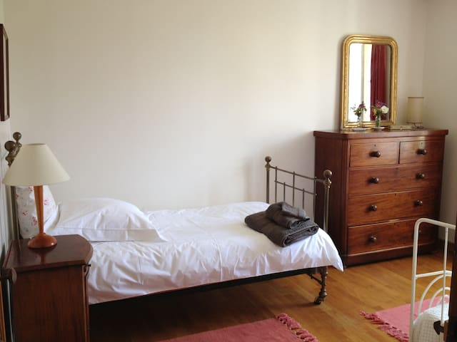 Single bedroom (with wrought iron bed as extra - suitable for a child)