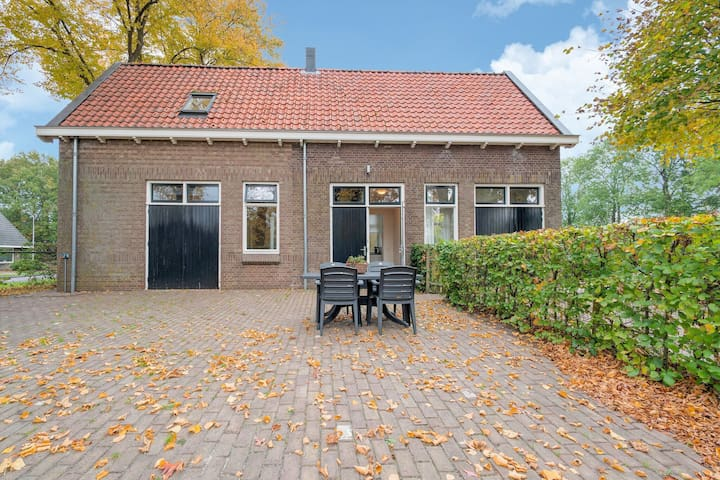 Cozy Holiday Home by the Canal in Dwingeloo