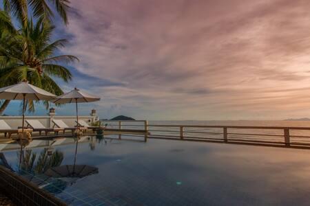 Villa Julie - Beach, Pool, Free car!