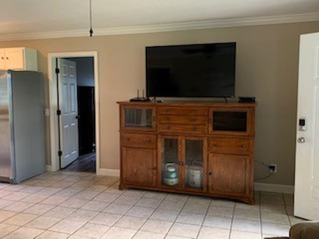 Large Screen TV/Games & Cards in TV Hutch