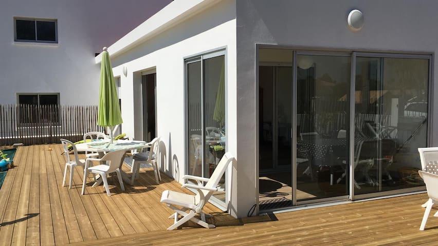 MAISON  A LA MER ( 500m plage, 300m bourg, Wifi)