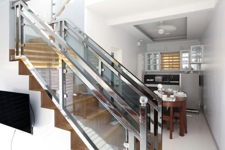 ANYAYAHAN Apartment: near SM/up & down unit(64sqm)