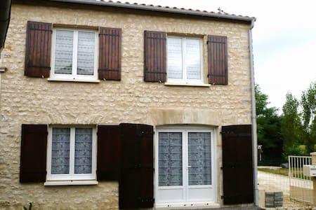 Maison indépendante, idéale pour curistes - Clion - Appartement