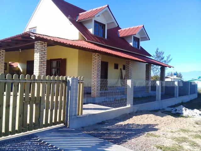 Casa em SC, Disponível pertinho do mar!!