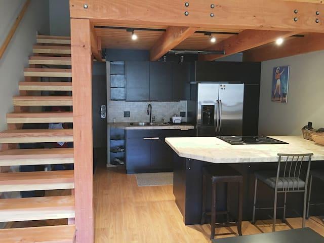 Prospector Studio w/ Loft, Full Kitchen, & Hot Tub