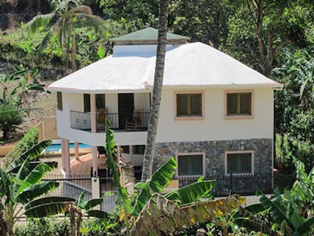 Spacious 4 bedroom house with Pool.