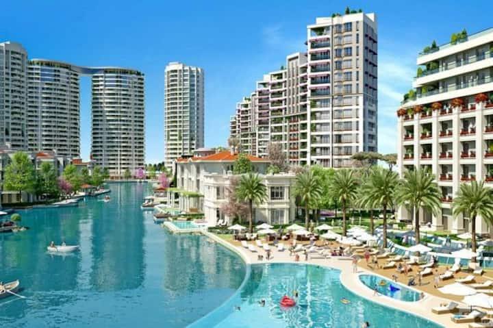 Istanbul center. Nature and luxury  منظر البحيرة