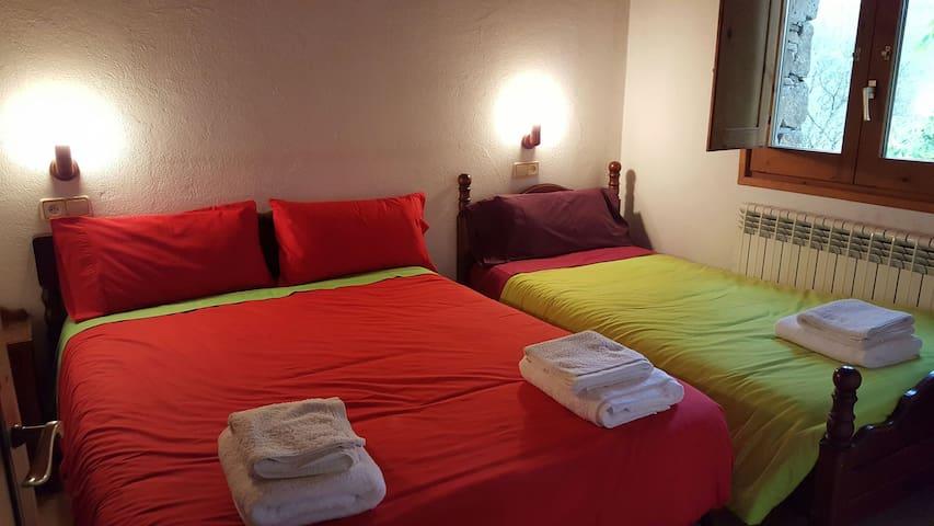 Allotj independent per allotjar 4p - Vallfogona de Ripollès - Appartement
