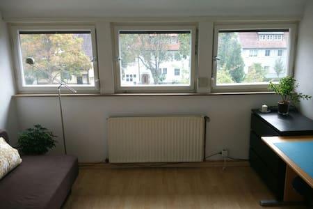 Cozy room with plenty of sun - Stuttgart
