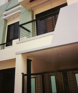 3-Floor Townhouse in Quezon City - Ciutat Quezon