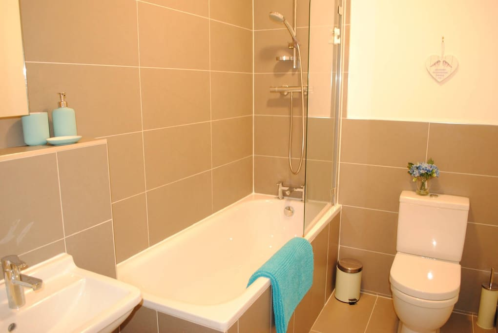 Modern 3 piece bathroom with 450gsm cotton towels for guests.
