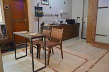 Modern Mini Apartment -Easy Walk To Park Street