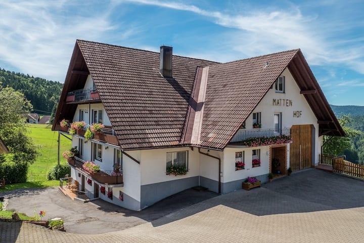 Gezellige boerderij tussen de weilanden in Herrischried, Duitsland