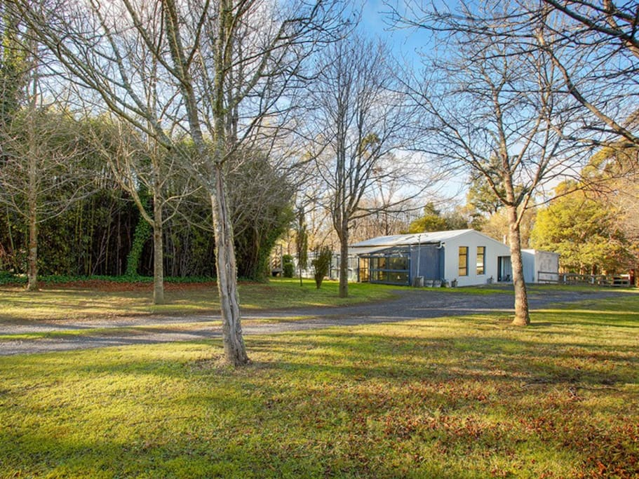 Woodland Studio, - a self contained retreat on our beautiful tree studded farm in the heart of the Southern Highlands.