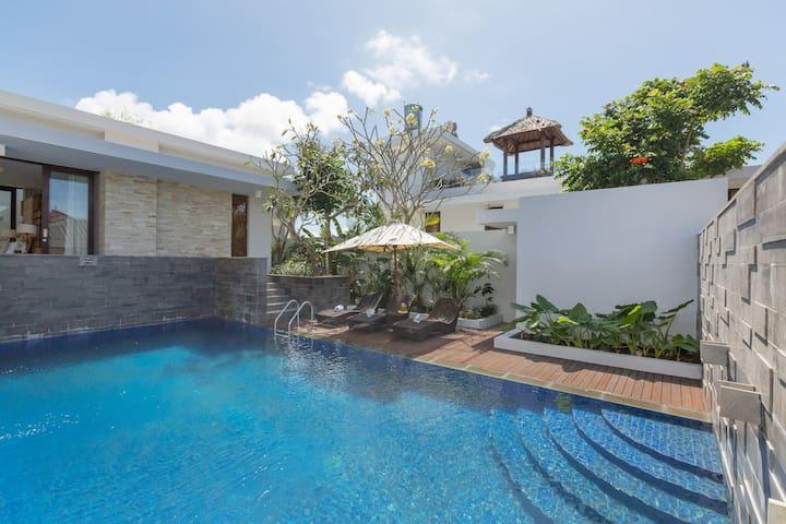 Serene In 2BR Luxury Villa With Ocean View