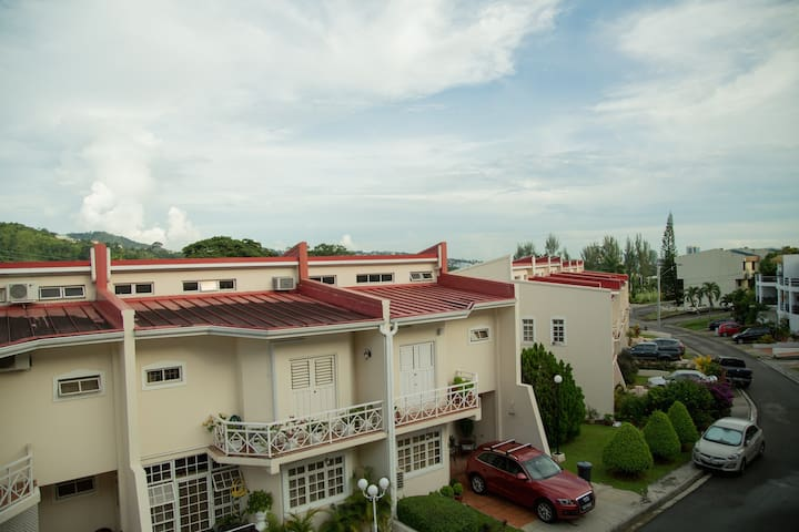 Gated Townhouse close to everything - Port of Spain - House