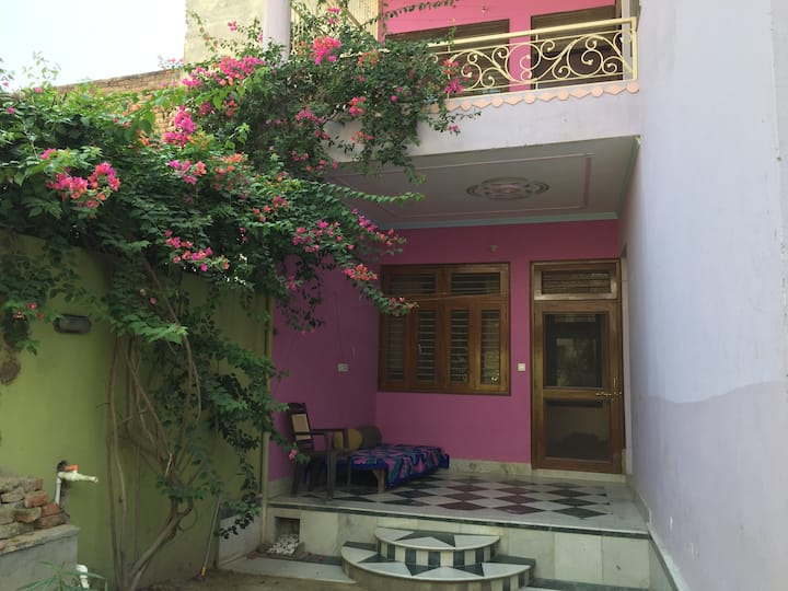 TULSI NIVAS, Studio Apartment, Vrindavan bliss