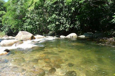 Casinha na beira do rio. - Cachoeiras de Macacu - Cabana