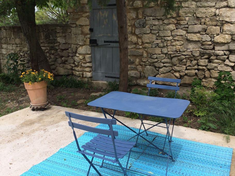 Mazet renov avec terrasse au coeur d 39 un jardin maisons for Le petit jardin uzes