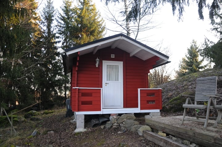 Red Insulated cottage near a cliff