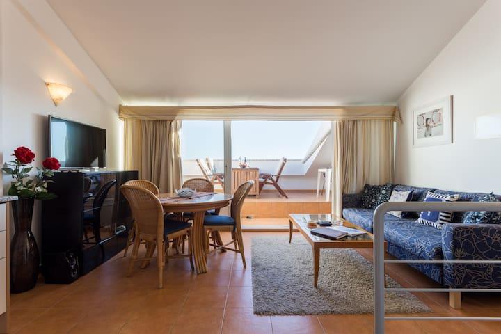 Lägenhet med panorama över havet
