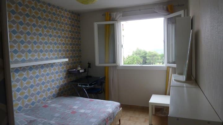 Chambre privée dans appartement en résidence