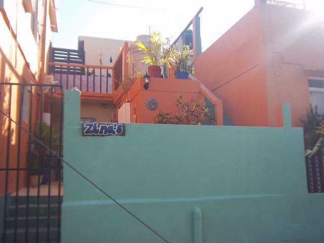 Zina's House terraza