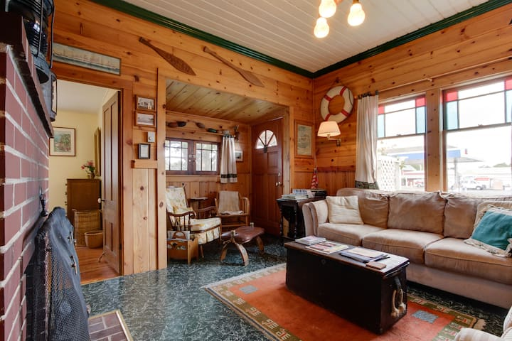 The Wrecktory: cozy, beachy 1890s getaway cabin - Long Beach - Blockhütte