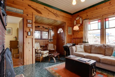 The Wrecktory: cozy, beachy 1890s getaway cabin - ロングビーチ