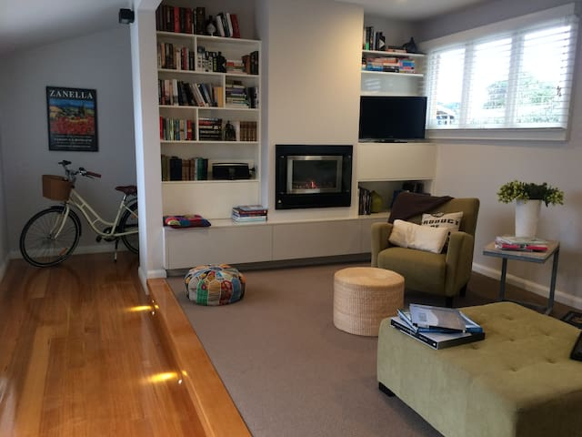 The Manse - with a twist ! - Devonport - House