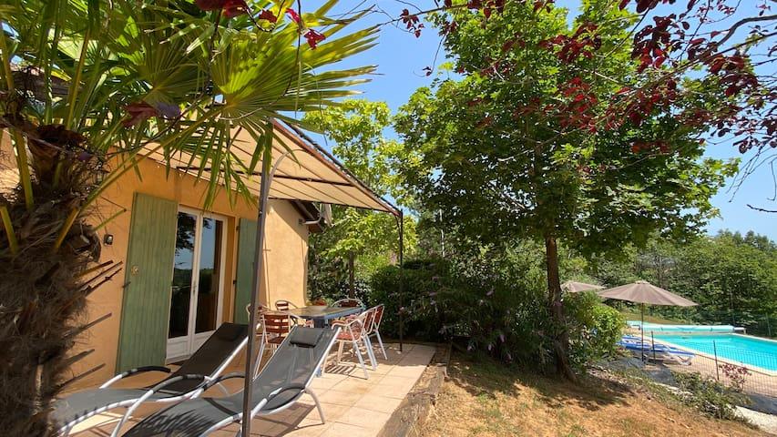 cottage EMERAUDE heated pool, 5 pers., free wifi